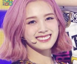 kpop, lips, and yeeun image