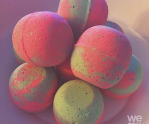 lush, bathbomb, and pink and green image