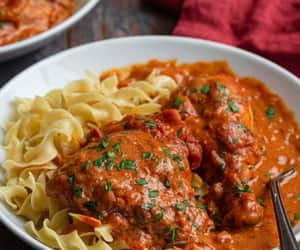 Chicken Paprikash Recipe. Chicken Paprikash, a classic Hungarian dish, is 1 of those meals that warms your body & comforts your soul! Made in one pot, it can be on the table in less than 1 hour, making it suitable 4 busy weeknights!❤