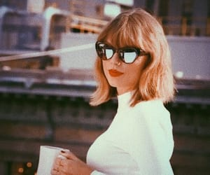 Taylor Swift and lq image