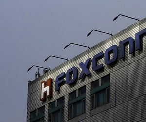 wisconsin, donald trump, and foxconn image