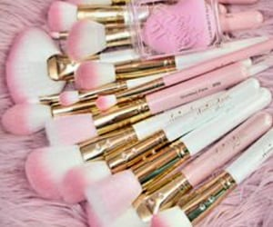 makeupbrushes and pinkbrushes image