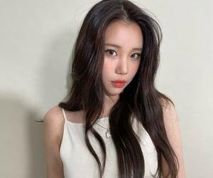 joowon, jooe, and momoland image