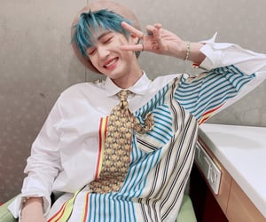 aesthetic, daisy, and korean fashion image