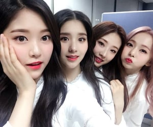 viví, kim hyunjin, and jeon heejin image