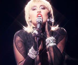 diva, miley cyrus, and plastic hearts image