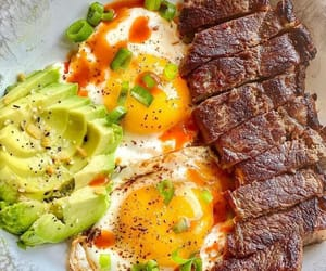 Don't know what to cook on keto? I know how hard starting keto can be, so I created a free eBook so you can have all the best recipes in one place 😋.  Click the link in Bio @keto_dietfood to get instant access 👆  S T E A K N E G G Z 🥩 🍳 🥑
