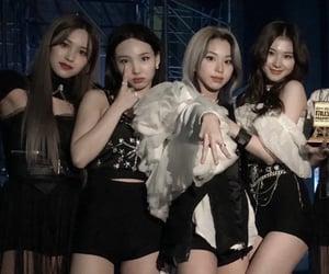 kpop, chaeyoung, and im nayeon image