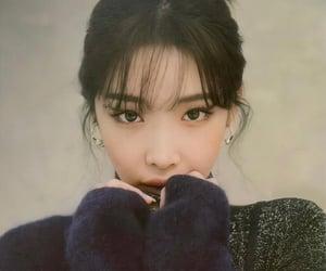 kim chungha and chungha image