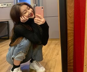itzy and chaeryeong image