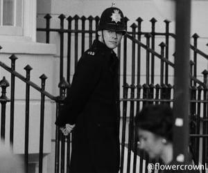 Harry Styles como un policía inglés de los 50's🤍