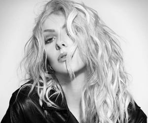 model, Taylor Momsen, and the pretty reckless image