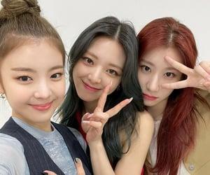 lia, chaeryeong, and yuna image