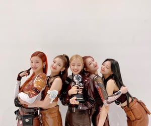 ot5 and itzy image