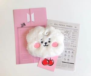 kpop, minimalist, and pink image