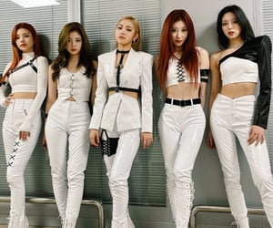 outfits, ot5, and itzy image