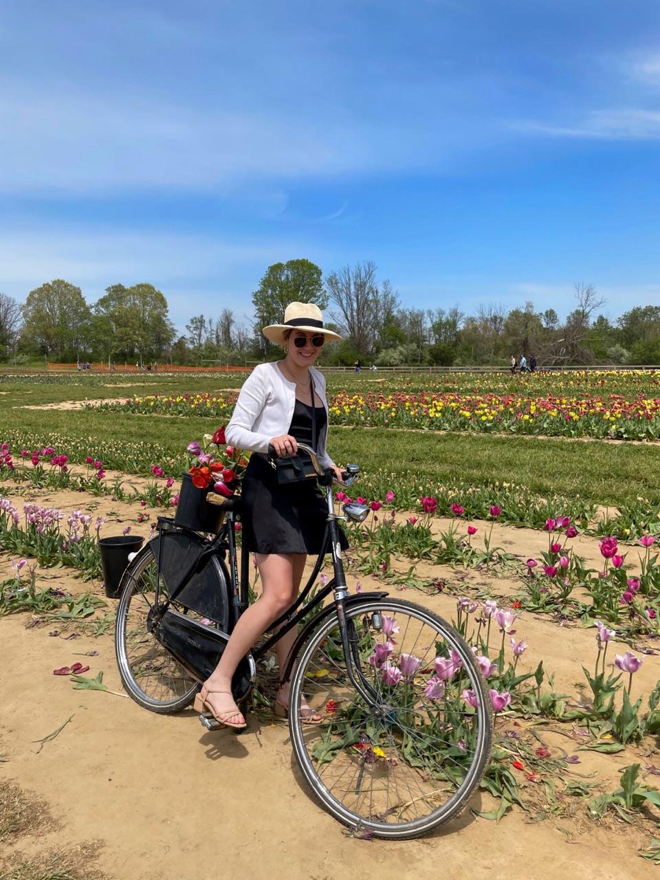 blackdress, flowers, and fashionblogger image