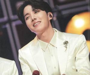 korean, j-hope, and jung hoseok image