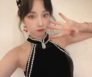 kpop, (g)i-dle, and yuqi image