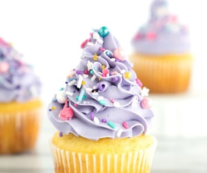 cup cakes and food image