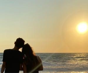 amor, relacion, and playa image