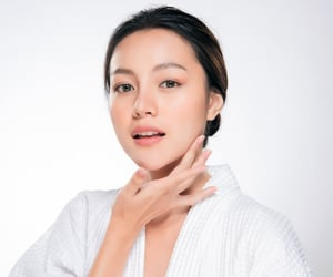 skin care tips and skincare routine image