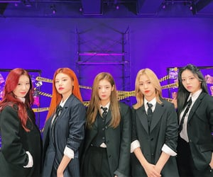outfits, suits, and itzy image