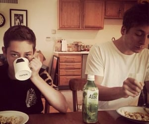 shameless, jeremy allen white, and ethan cutkosky image