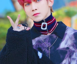 pink hair, ateez, and kang yeosang image