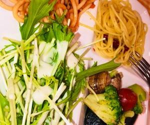 food, salada, and spaghetti image
