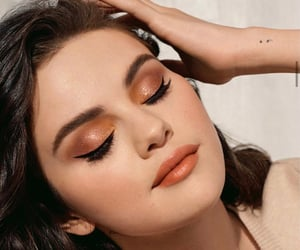 selena gomez and rare beauty image