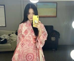 kpop girls, mirror selfie, and kim hyunjin image