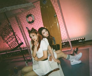 girls, chaeryeong, and itzy image