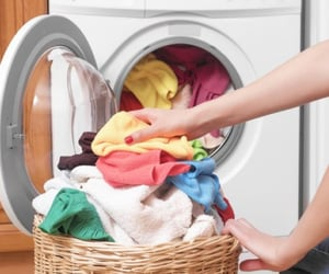 fluff and fold laundry image
