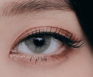 eye, viví, and wong kahei image