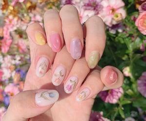 floral nails inspo