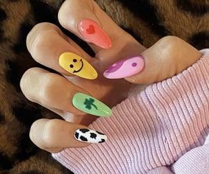En una misma imagen 5 ideas para hacerte tus uñas o simplemente cada una con su estilo 💅