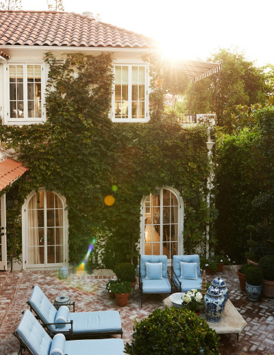 beautiful, la, and courtyard image