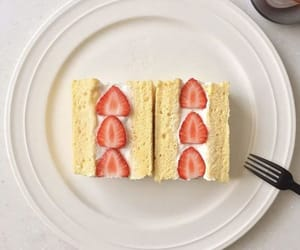berries and sandwich image