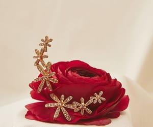 flower, jewelry, and oscar de la renta image