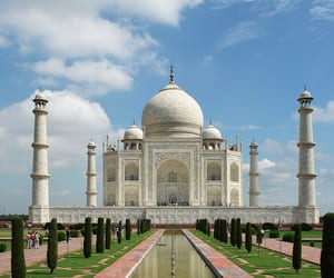 places to visit in agra, things to do in agra, and tourist places in agra image