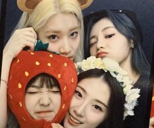 yeojin, haseul, and jinsoul image