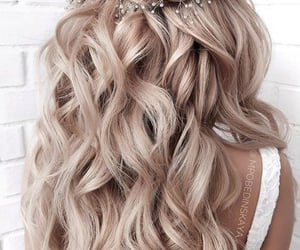 blond, cheveux, and wavy image