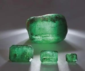 emerald stone image