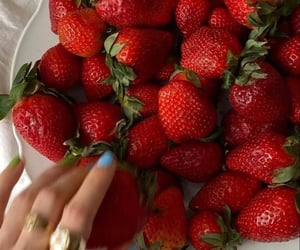 food, FRUiTS, and strawberry image
