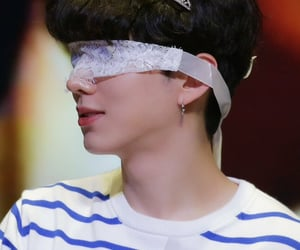 hq, kihyun, and fansign image