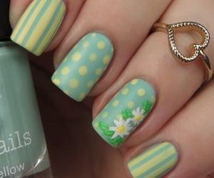green nails design