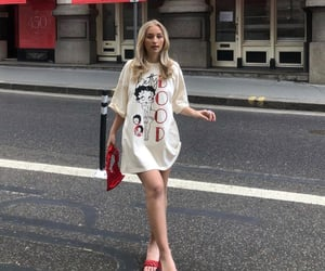 street style, summer, and white tee shirt image