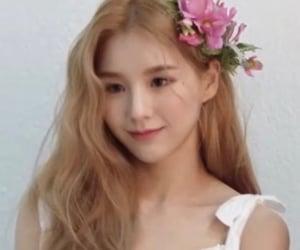 kpop, viví, and gowon image