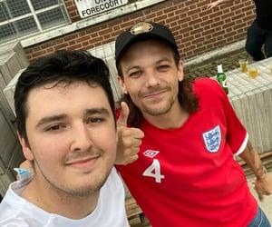 boys, selfie, and louis tomlinson image